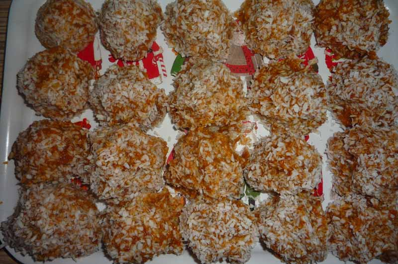 Конфеты из сухофруктов кокосовой стружке