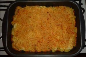 Картофель в духовке с сыром в белом соусе