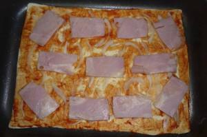 Пицца из слоеного бездрожжевого теста