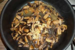 Курица с грибами в сливках
