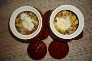 Картошка с грибами в горшочке