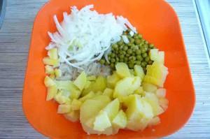 Салат с квашеной капустой