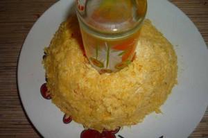 Салат из кальмаров с сыром
