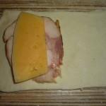 Слойки с сыром и ветчиной