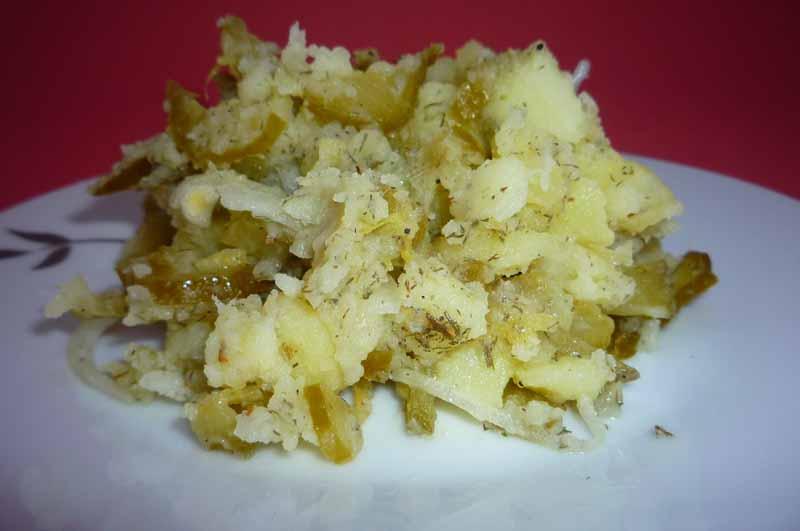 Салат с картошкой и солеными огурцами