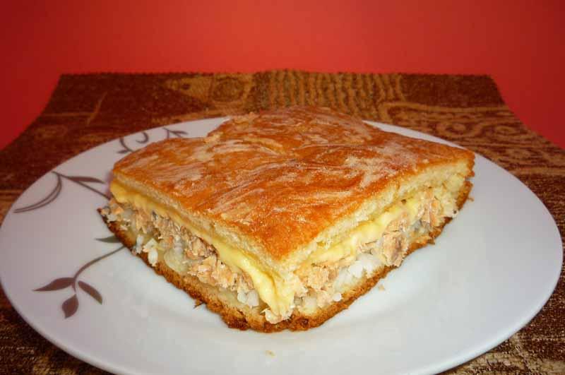 рыбный пирог из консервов рецепт с фото